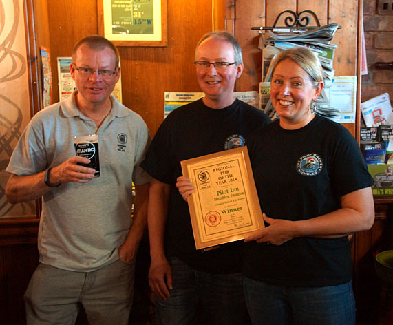 Richard and Jo after being presented with the award by Camra's regional director Ian Saunders.