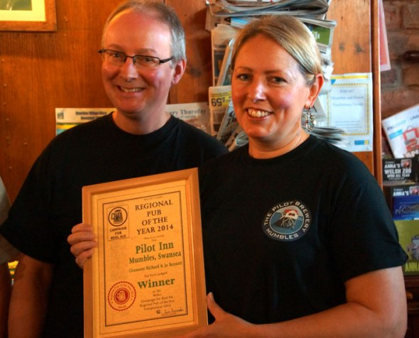Jo and Richard Bennett win pub of the year award for second time.