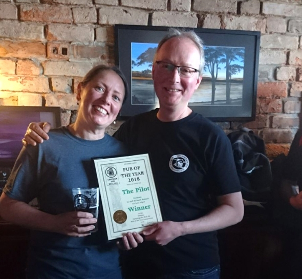 Jo and Richard Bennett of the Pilot of Mumbles with their award.